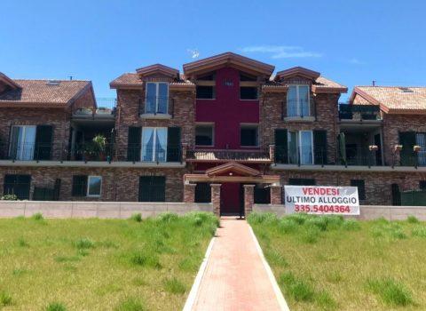 Vebo2 progettazione e costruzione di palazzina residenziale colore rosso amaranto e paramano ad Alpignano (To)