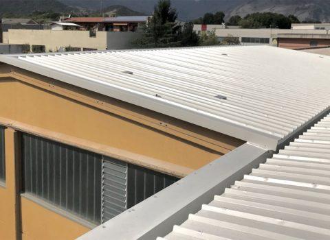 Nuova copertura di edificio industriale (capannone) dopo intervento dello studio Vebo2