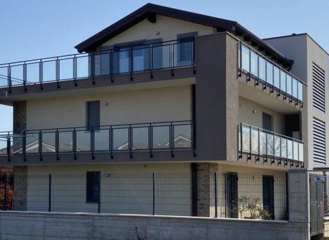 vebo2 nuovo edificio plurifamiliare giallo parapetto vetrato