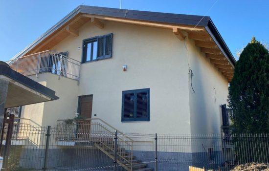 Vebo2 villetta gialla indipendente con isolamento a cappotto ad Alpignano (TO)