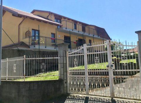 Vebo2 progettazione e costruzione di palazzina residenziale colore giallo torino ad Alpignano (To)